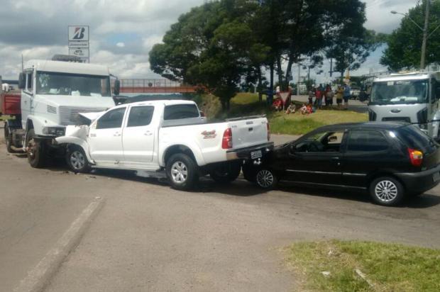 Acidente entre três veículos deixa um ferido no trevo de acesso ao Santa Fé, em Caxias Gustavo Zamboni/Divulgação