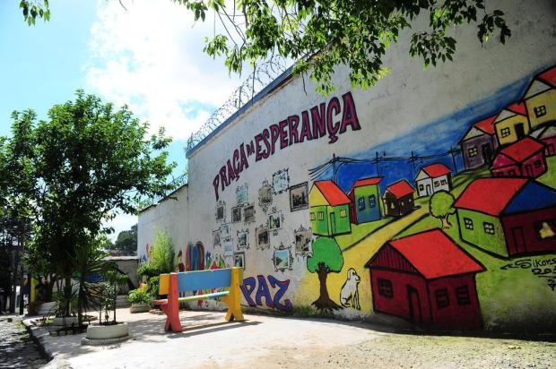 Acadêmicos e moradores de Caxias do Sul recuperam praça no Euzébio Beltrão de Queiróz Porthus Junior/Agencia RBS