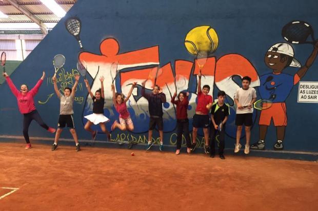 Projeto social de tênis comemora primeiro ano com evento na praça central de Vacaria neste domingo Lapidando Cidadãos/Divulgação