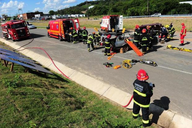 Simulação de um acidente com feridos marca nova rotatória instalada no trevo da Telasul, em Garibaldi Porthus Junior/Agencia RBS