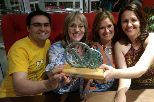 Projeto caxiense Passaporte da Leitura recebe troféu do Prêmio Ages Priscila Mentz/divulgação
