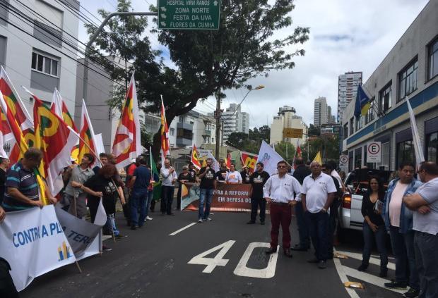 Manifestantes protestam contra a Reforma da Previdência, em Caxias Suellen Mapeli / Agência RBS /Agência RBS
