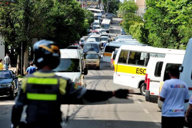 Motoristas de vans protestam na prefeitura contra insegurança em Caxias do Sul Diogo Sallaberry/Agencia RBS