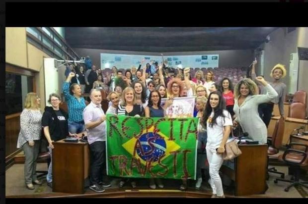 Bandeira do Brasil causa polêmica envolvendo vereadora de Caxias Facebook,vereador Renato Nunes/Reprodução