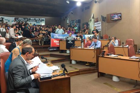 Última sessão do ano é marcada por protestos na Câmara de Vereadores de Caxias (André Tajes / Agência RBS/Agência RBS)