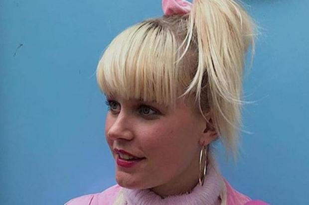 3por4: Conheça a sósia holandesa da apresentadora Xuxa Reprodução/Reprodução