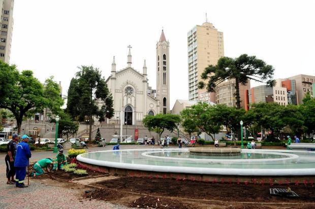 Divisão de Patrimônio avaliará pintura do chafariz da Praça Dante, em Caxias Diogo Sallaberry/Agencia RBS