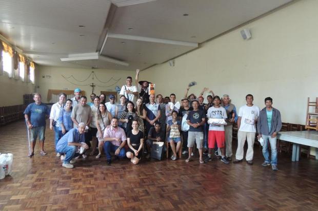 Moradores de rua que vivem em Caxias recebem presentes de Natal doados pela população Júlia Marcarello/Divulgação