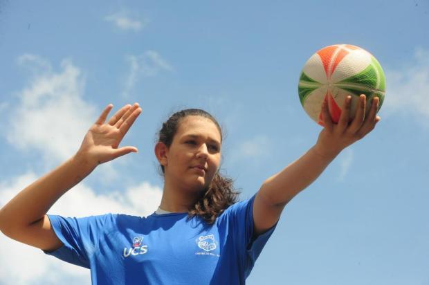 Moradora da comunidade de Loreto, atleta da APAAVôlei/UCS é convocada para a seleção brasileira sub-15 Roni Rigon/Agencia RBS