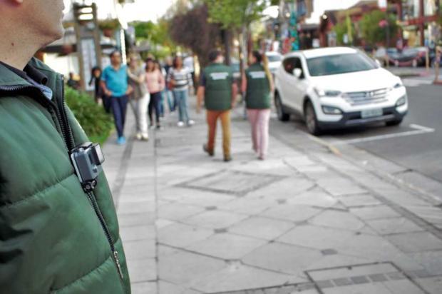 Fiscais de Gramado usam câmeras digitais para combater a panfletagem Carlos Borges/divulgação
