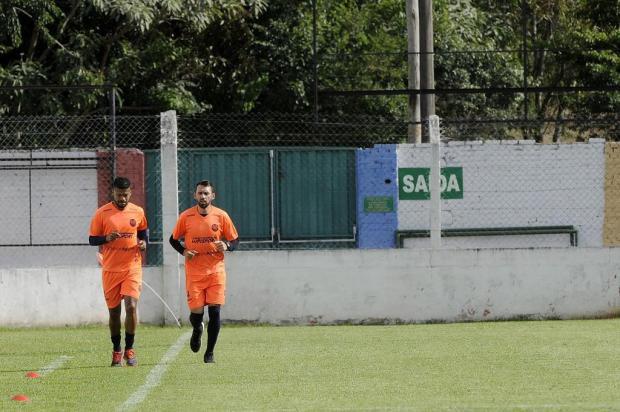 Em silêncio, meia-atacante Rogerinho volta aos treinos no Veranópolis Marcelo Casagrande/Agencia RBS