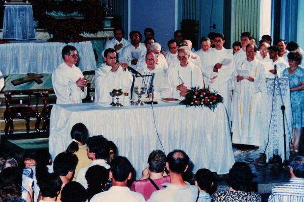 Memória: ordenação do padre Paulo Venturini em 1995 Studio Tondello/Divulgação