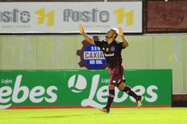 Caxias não toma conhecimento do atual campeão e goleia na estreia Porthus Junior/Agencia RBS