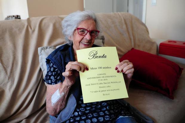 Benta Oliveira de Andrade comemora 100 anos neste sábado e realiza o sonho de dançar a valsa dos 15 Marcelo Casagrande/Agencia RBS