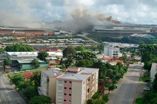Incêndio atinge empresa Randon em Caxias do Sul Carla Almeida / Divulgação/Divulgação