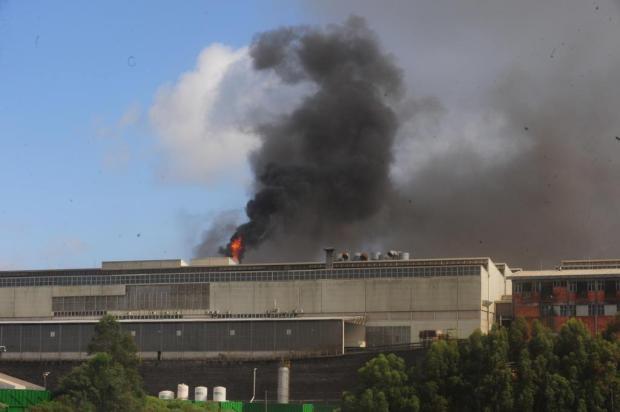 Fogo na Randon Implementos teria iniciado a partir de uma explosão Roni Rigon/Agencia RBS