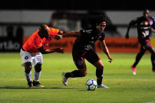Caxias é melhor em campo, mas fica no empate com o Atlético-PR e está eliminado Porthus Junior/Agencia RBS