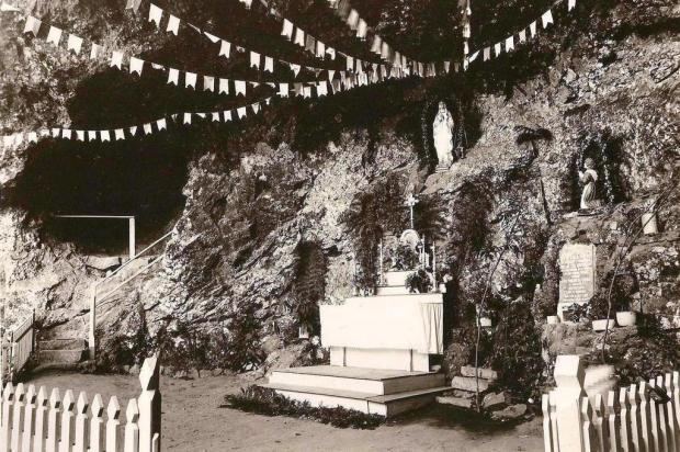 Inauguração da gruta de Nossa Senhora de Lourdes em 1943 Acervo pessoal de Leonardo Maltauro/divulgação