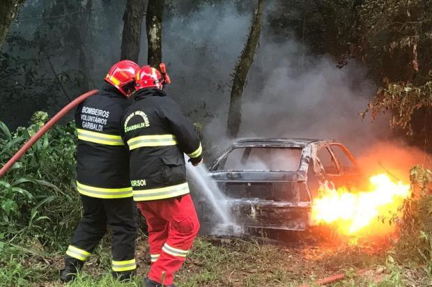 Homem é encontrado morto em carro carbonizado no interior de Farroupilha Altamir Oliveira/Rádio Estação FM