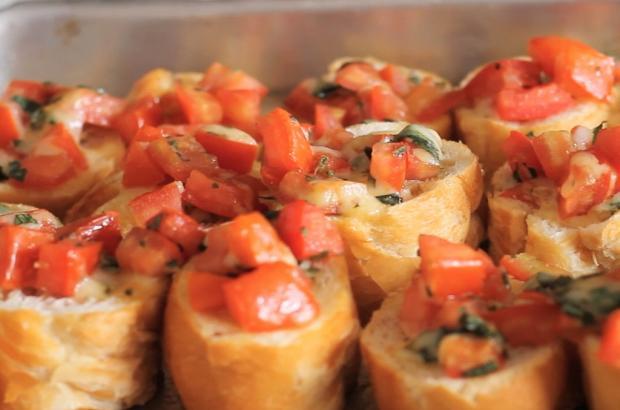 Sirva bruschettas de tomate Tastemade / Divulgação/Divulgação