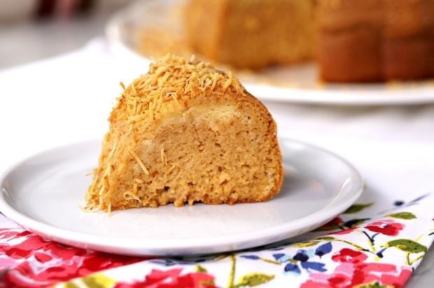 Sirva bolo gelado de doce de leite e coco Tastemade / Divulgação/Divulgação