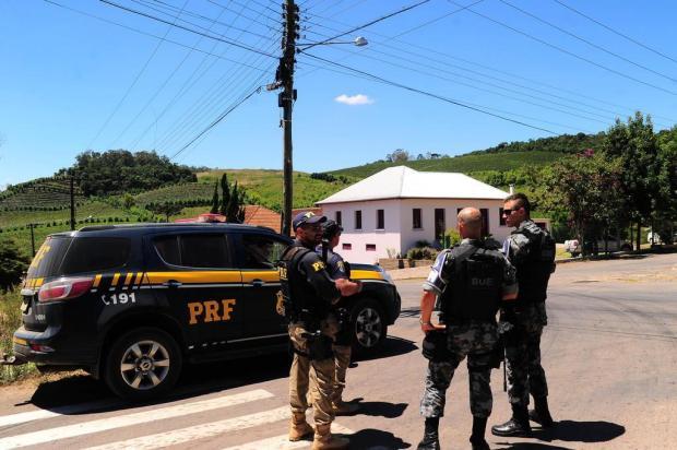 Cerco a assaltantes de carro-forte continuará enquanto for necessário, dizem BM e PRF Porthus Junior/Agencia RBS