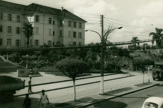 Memória: inauguração do busto de Dom José Barea em 1966 Studio Beux/Acervo Arquivo Histórico Municipal João Spadari Adami,divulgação