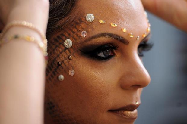 Veja o passo a passo para criar um look divertido e fashion neste Carnaval Felipe Nyland/Agencia RBS