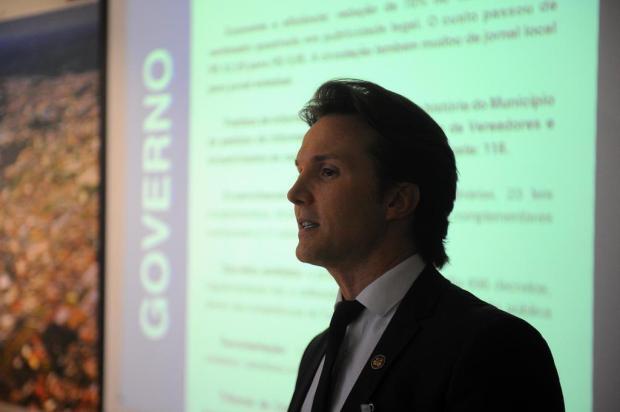 Protocolada defesa do prefeito de Caxias do Sul contra o pedido de impeachment Felipe Nyland/Agencia RBS