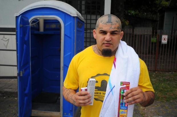Banho solidário e outras iniciativas ajudam a humanizar o cotidiano nas ruas de Caxias do Sul Felipe Nyland/Agencia RBS
