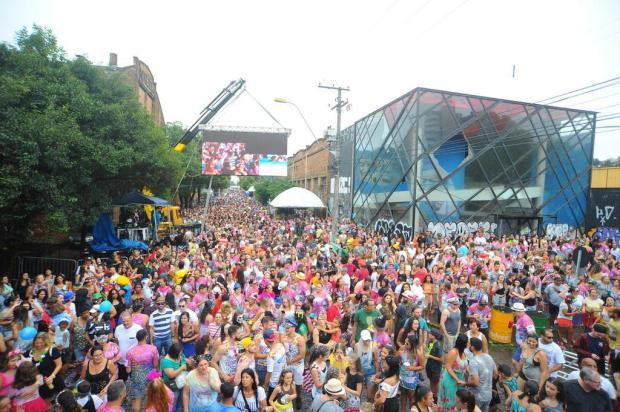 Cerca de 40 mil pessoas participam do Bloco da Velha, em Caxias Felipe Nyland/Agencia RBS