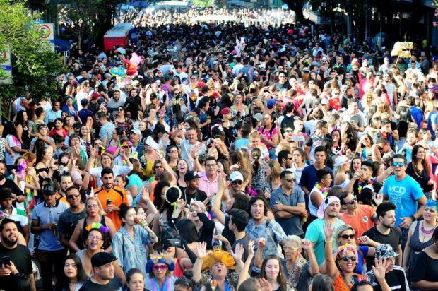 Bloco do Zanuzi atrai multidão na terça-feira de Carnaval, em Caxias do Sul Diogo Sallaberry/Agencia RBS