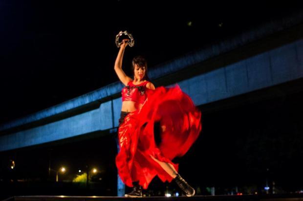 """3por4: Espetáculo """"Cidade Proibida"""" ocupa Praça Dante Alighieri, em Caxias, em março Adriana Marchiori/Divulgação"""