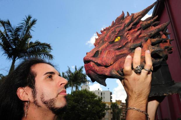 Do mundo jurássico ao geek, Guilherme Adamatti mostra referências em exposição solo em Caxias Roni Rigon/Agencia RBS