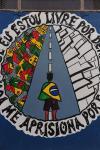 Paredes da quadra esportiva recebem artes feitas pelos adolescentes internos. Os grafites participaram de concursos estaduais.