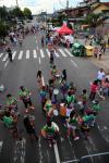 Integrantes da Incríveis do Ritmo, do bairro Pioneiro, e da Filhos de Jardel, no Jardelino Ramos, realizaram a própria celebração de carnaval na Rua Assis Brasil, no bairro Jardelino Ramos.