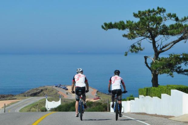 Livro que conta a viagem de caxienses a Montevidéu a bordo de bicicletas será lançado nesta quarta-feira, em Caxias Andréia Fadanelli/Divulgação