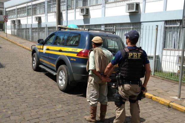Homem é preso com CNH falsa e munições, em Vacaria Polícia Rodoviária Federal/Divulgação