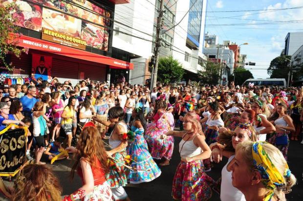 Domingo de Carnaval em Caxias é marcado pela mistura de ritmos e grande adesão do público Roni Rigon/Agencia RBS