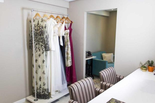 """Atelier caxiense aposta no """"slow fashion"""" e comemora 19 vestidos feitos em dois meses Leonardo Anjos/divulgação"""