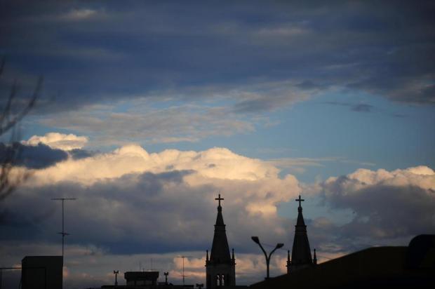 Sexta-feira amanhece nublada e com sol entre nuvens, em Caxias Roni Rigon/Agencia RBS