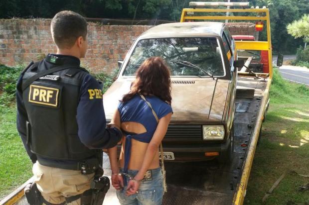 Mulher é presa com veículo furtado em Bento Gonçalves Polícia Rodoviária Federal (PRF)/Divulgação