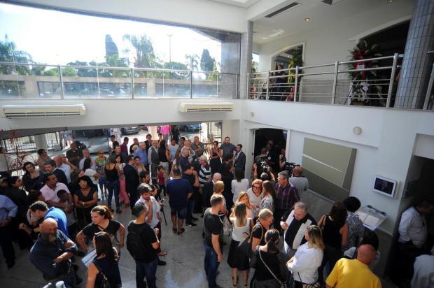 Mais de 2 mil pessoas já passaram pelo velório do empresário Raul Randon Felipe Nyland/Agencia RBS