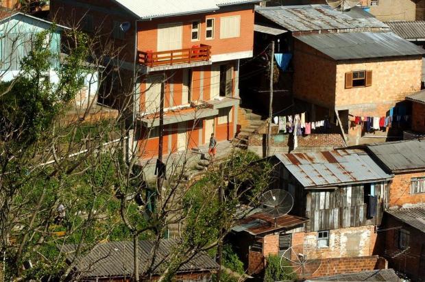 """""""Eles ofereciam drogas com preços tabelados"""", conta morador de comunidade invadida por criminosos em Caxias Juan Barbosa/Agencia RBS"""