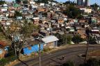 Bairro da área central de Caxias é sitiado por criminosos armados com fuzil (Juan Barbosa/Agencia RBS)