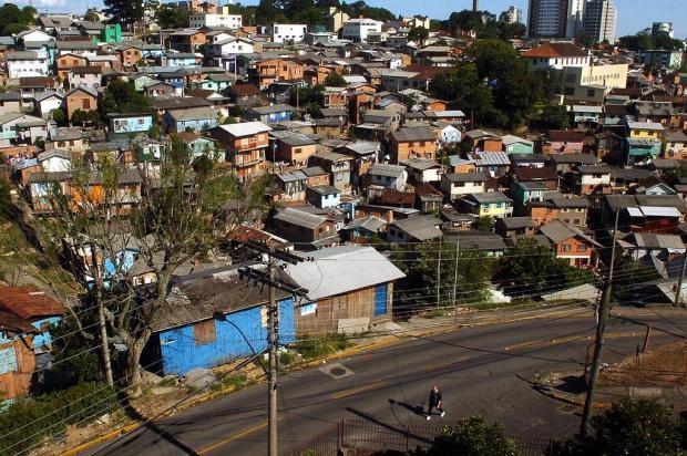 Bairro da área central de Caxias é sitiado por criminosos armados com fuzil Juan Barbosa/Agencia RBS