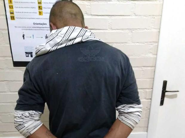 Após tentar roubar pedestre usando espeto, homem é preso em Canela Brigada Militar / divulgação/divulgação