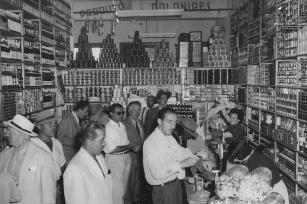 Memória: Silla Mariani Santini e a Mercearia Caxiense em 1952 Studio Tomazoni Caxias/Acervo Arquivo Histórico Municipal João Spadari Adami,divulgação