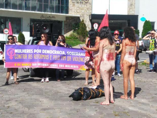 Ato no Dia Internacional da Mulher em Caxias do Sul chama a atenção para violência contra o sexo feminino Roselaine Frigeri / Divulgação/Divulgação