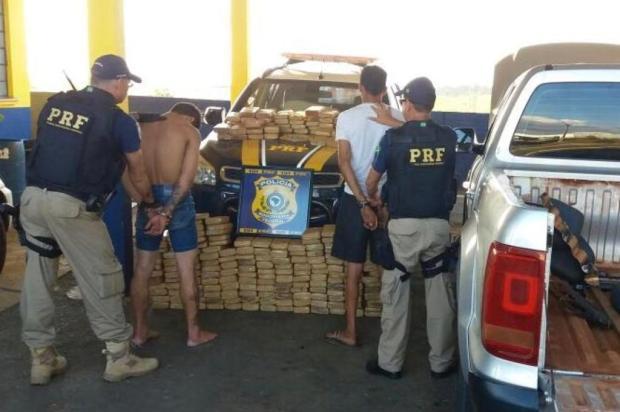 PRF apreende cerca de 200 quilos de maconha escondida em caminhonete em Vacaria Divulgação/PRF Vacaria